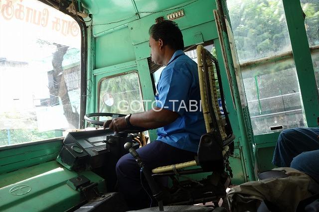 インド運転手