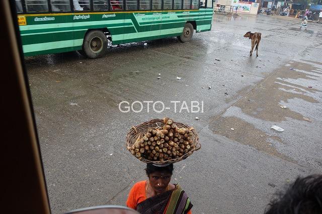 インドのバス