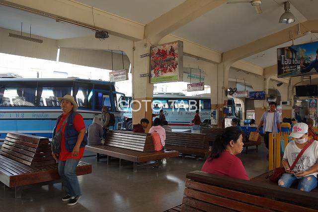 ピサヌロークのバス駅