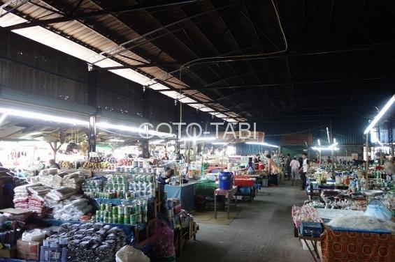 サイニャブリの市場
