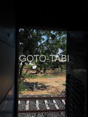 インド列車のドア